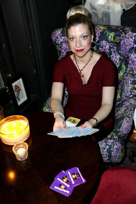psychic tarot palm reader for hire spiritualevents.co.uk London Manchester Nottingham Brighton