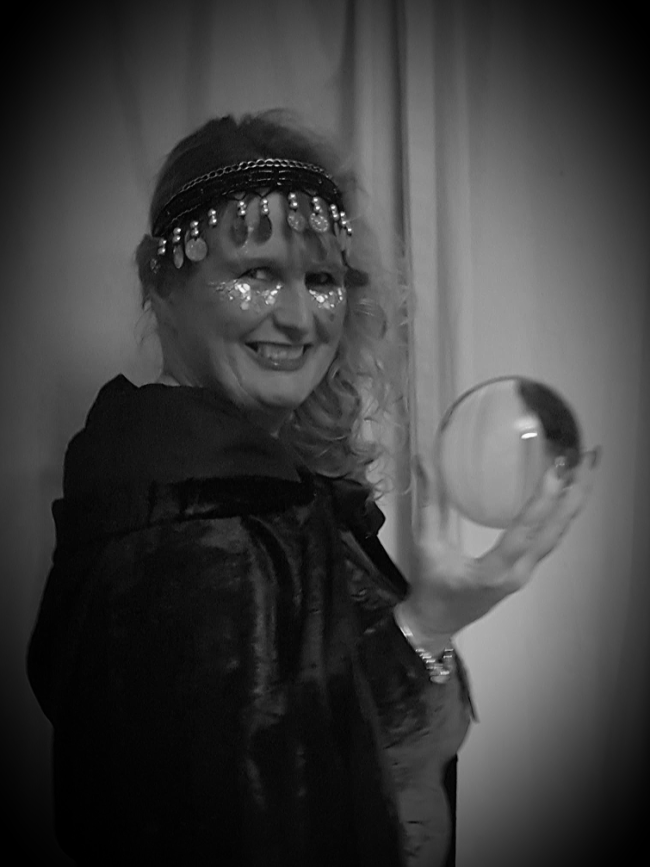 Psychic crystal ball reader lincoln natasha-rose spiritualevents.co.uk psyhic tarot for hire