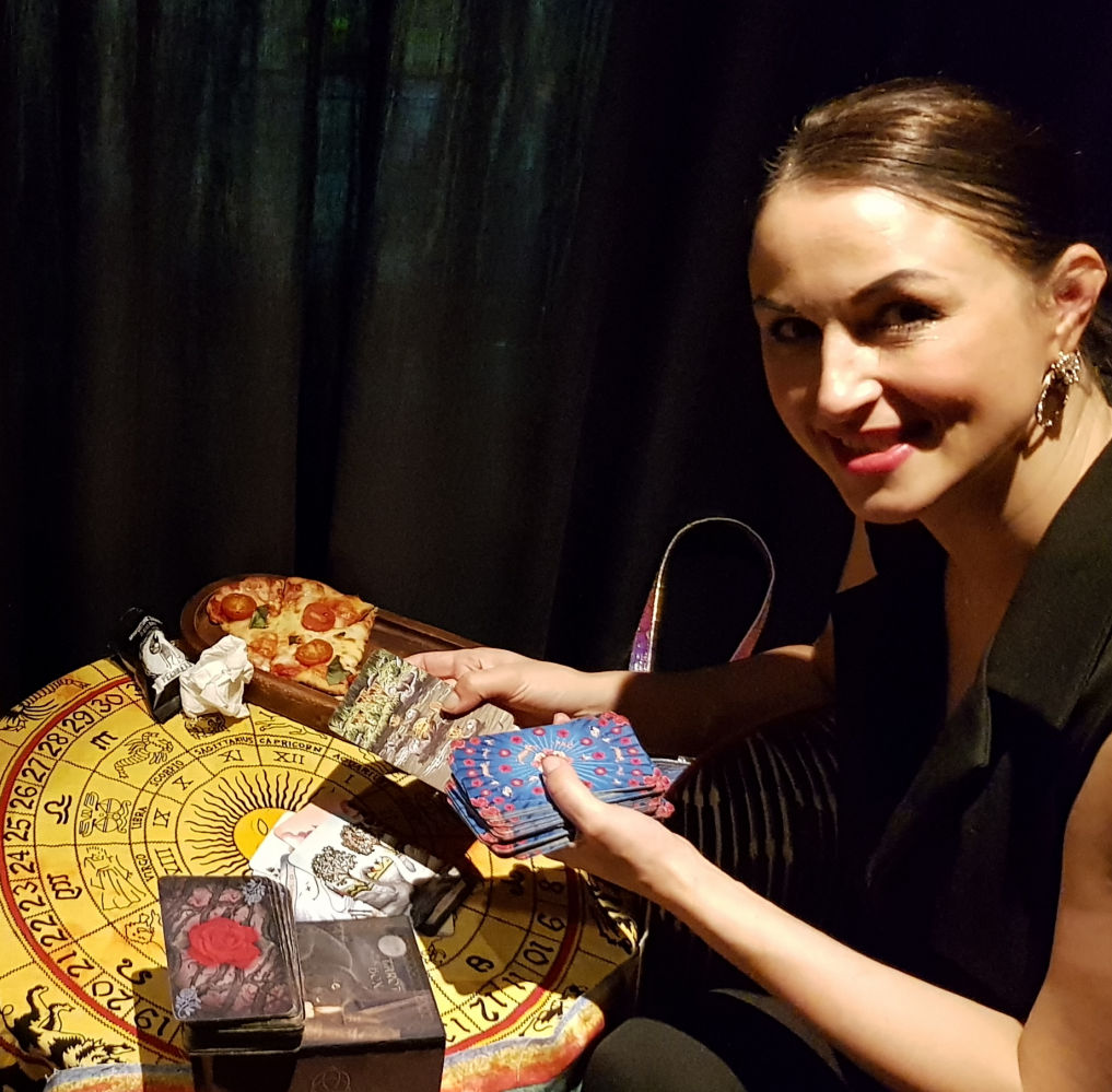 Psychic corporate event london spiritualevents.co.uk psychic tarot palmistry for hire