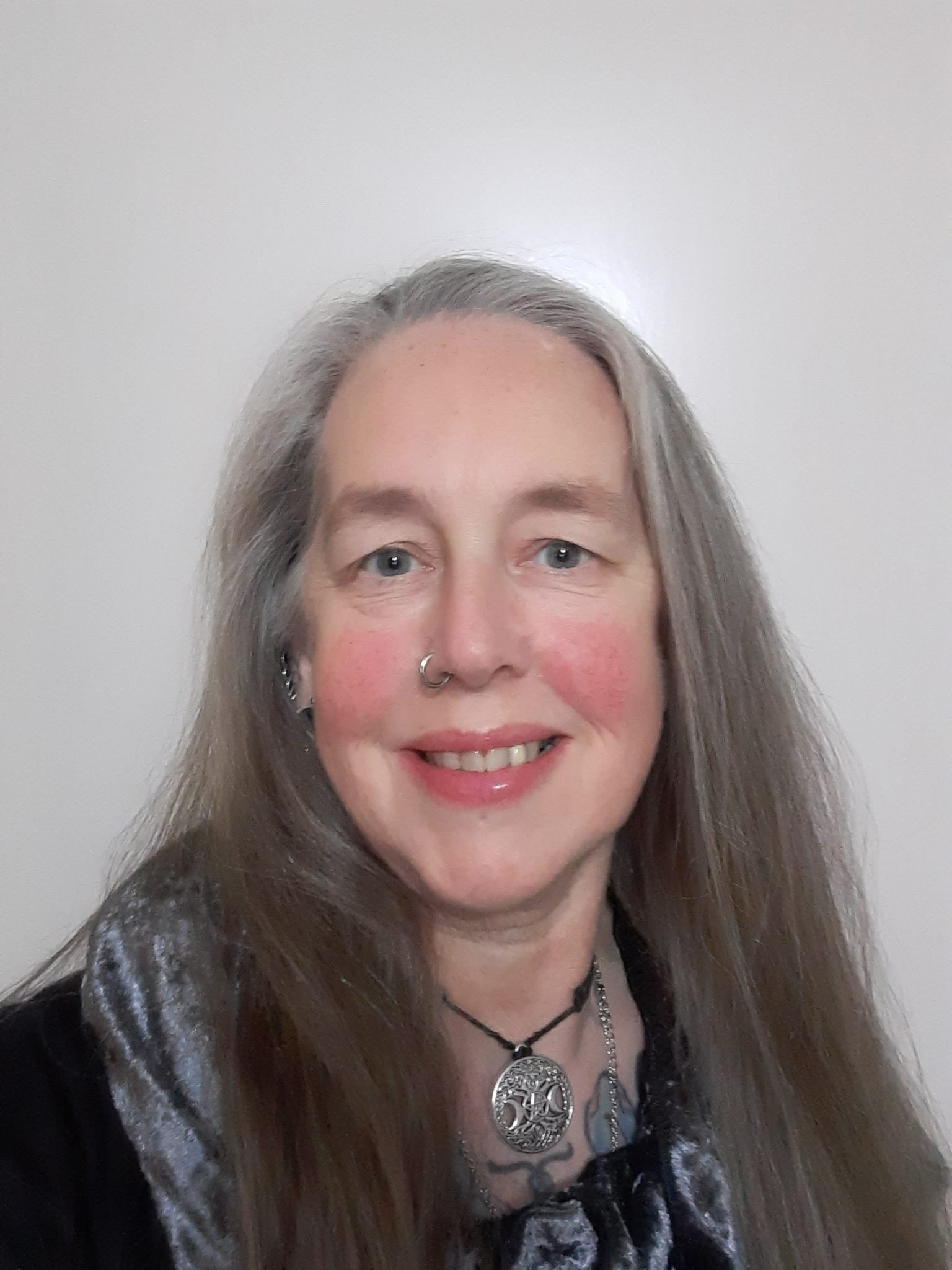 Lady Cerridwen Tarot Reader